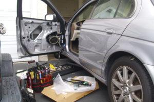 замена автомобильной двери